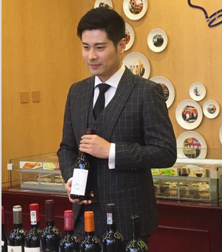 国际著名葡萄酒烈酒品酒师、侍酒师吴敏杰