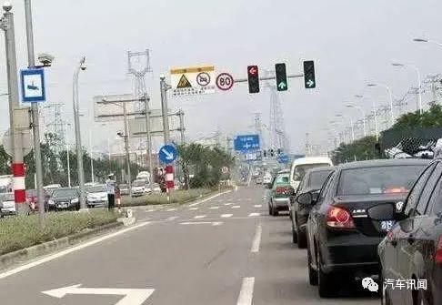 左转灯是红灯情况下,允许在路口掉头吗 下次遇到别被扣分了图片
