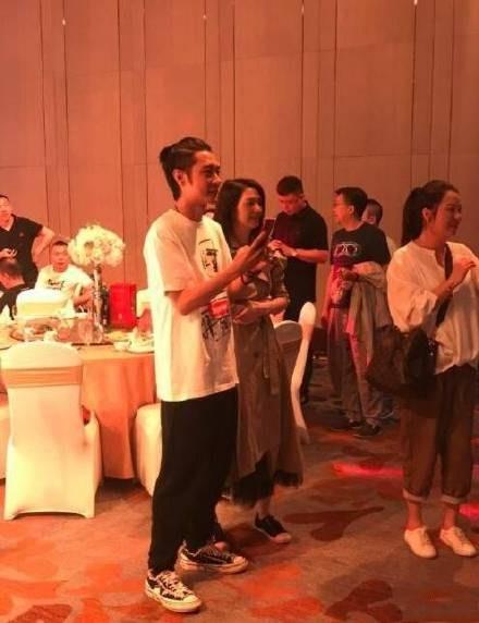 又有网友偶遇张丹峰前经纪人毕滢 一身淘宝爆款 气质完败洪欣