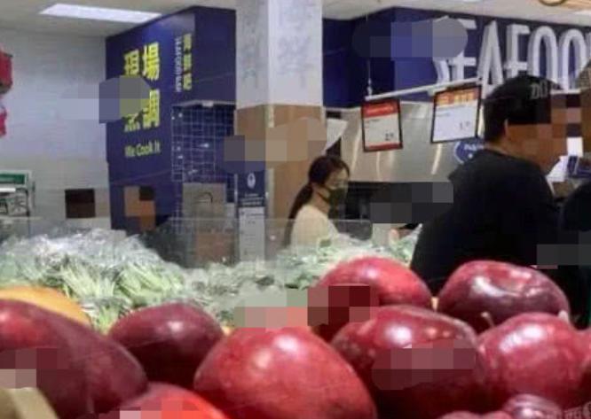 王祖贤超市买菜,头发柔顺,气质柔美,做得一手好菜,落入凡尘_形象 - 搜狐 -54cc6e1de1c049aeb4cc074e1db8c718