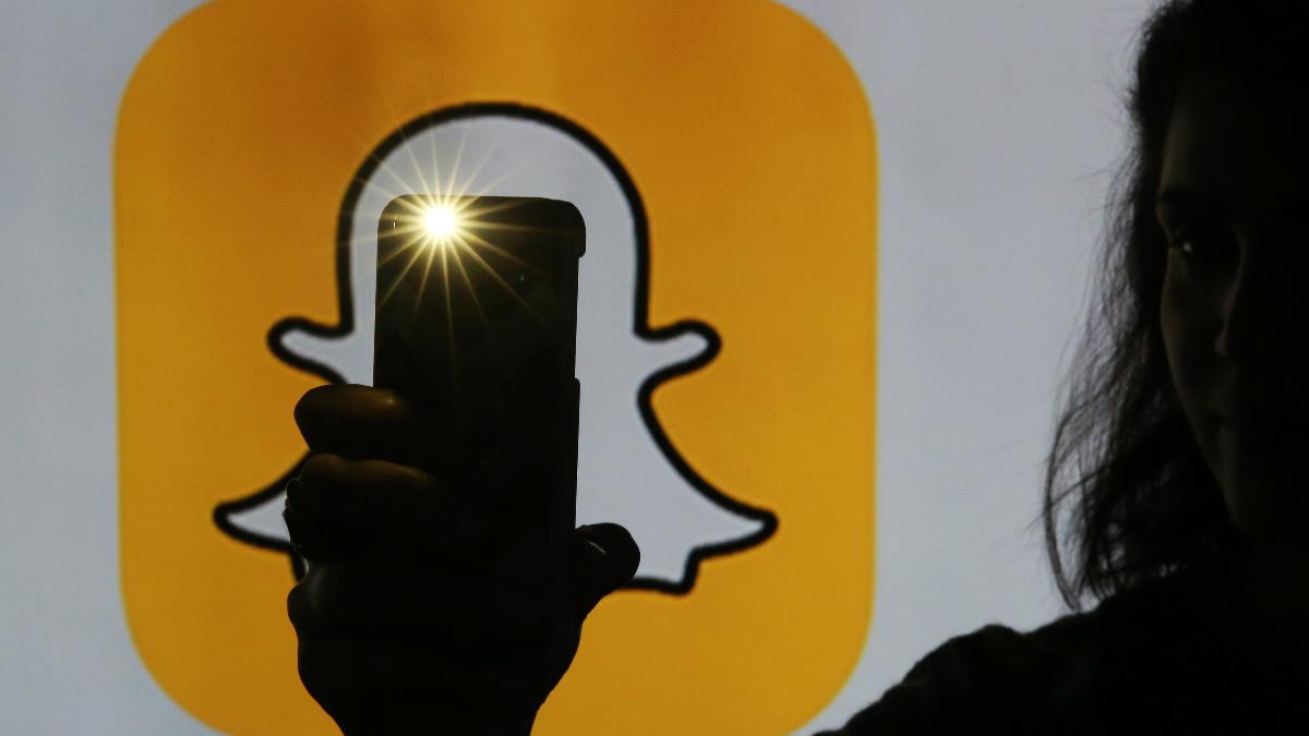Snapchat:我一个社交平台,竟然被你当相机玩?