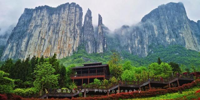 拥有全球最长观光扶梯的全球最长、最美的大峡谷之一就在湖北