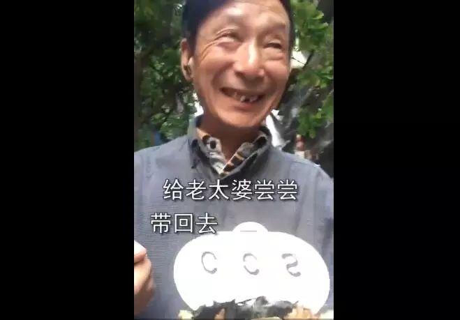 【907 | 万象】62岁大爷想尝年轻人爱吃的100种食物,网友笑抽!