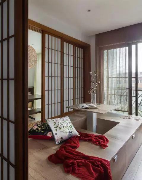 ▼阳台的千万种装饰方案中,必须有榻榻米迷人的身影.图片