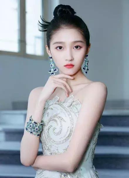 少了范冰冰的戛纳红毯,中国女星颜值都不在线?关晓彤成其中最美