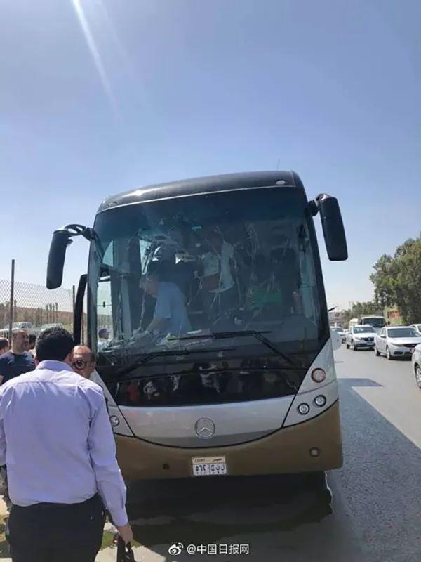 埃及一旅游巴士遭爆炸袭击,伤者多为外国游客图片 45846 600x800