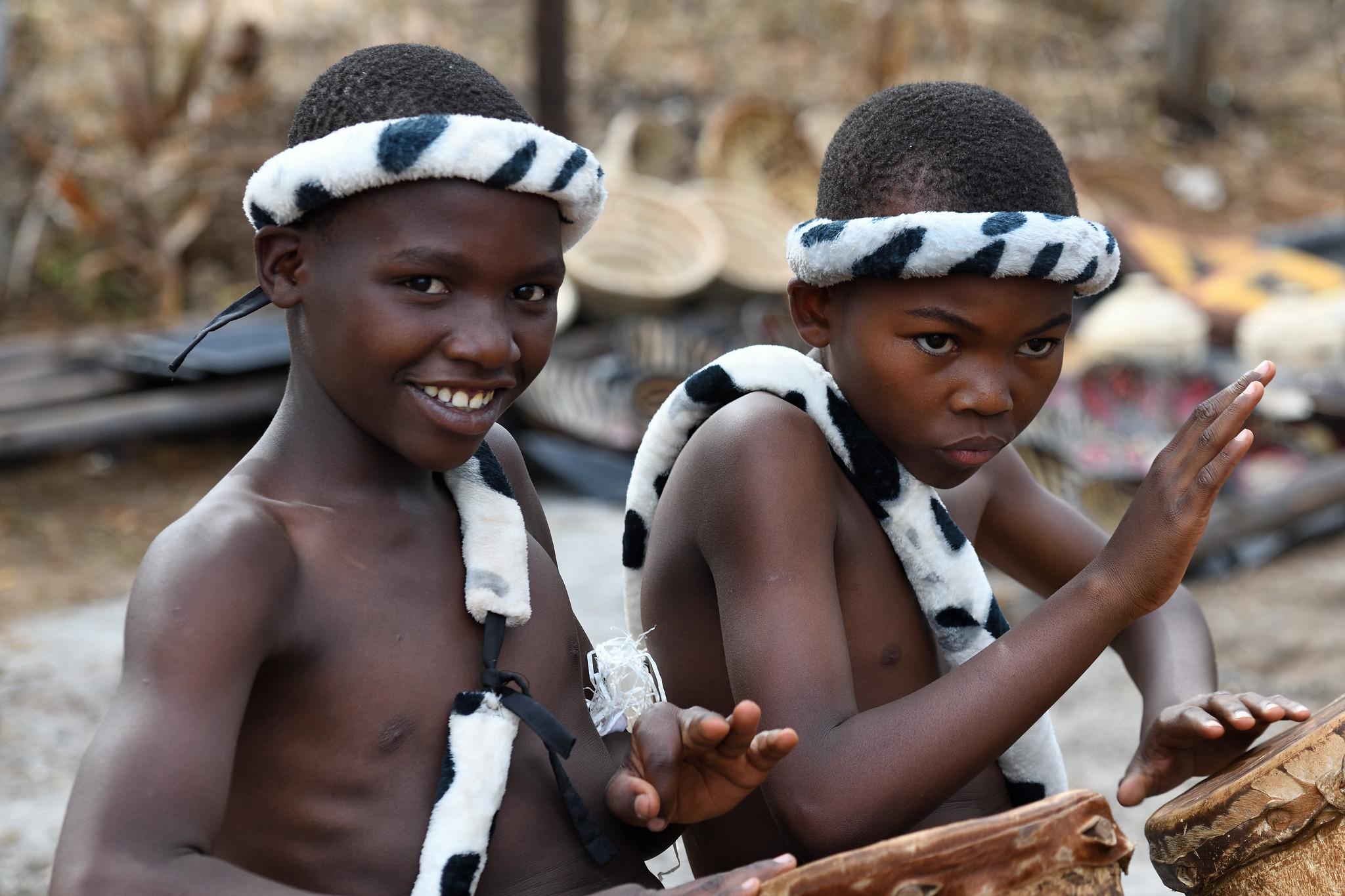 """非洲这个国家,人人亿万""""富豪"""",却穷到连大象都养不起卖给迪拜"""
