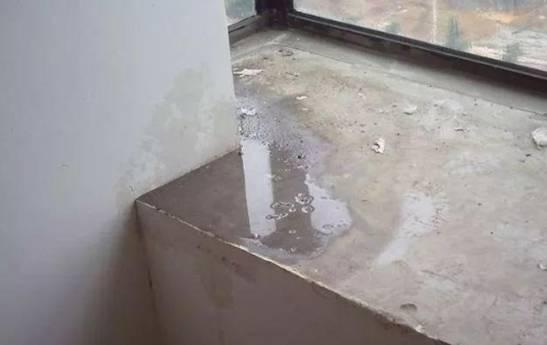 一到梅雨季,窗户就漏水,装修师傅道出其中玄机
