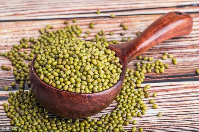 绿豆这样吃,不解毒,反而还中毒!4种豆类功效和禁忌,赶紧收好图片
