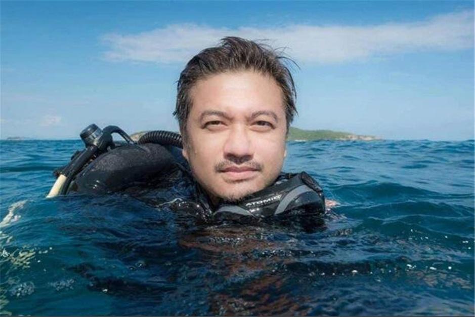 """原创 泰国潜水员偶遇""""温柔的巨人"""",与蓝鲸共舞,惊叹世人"""