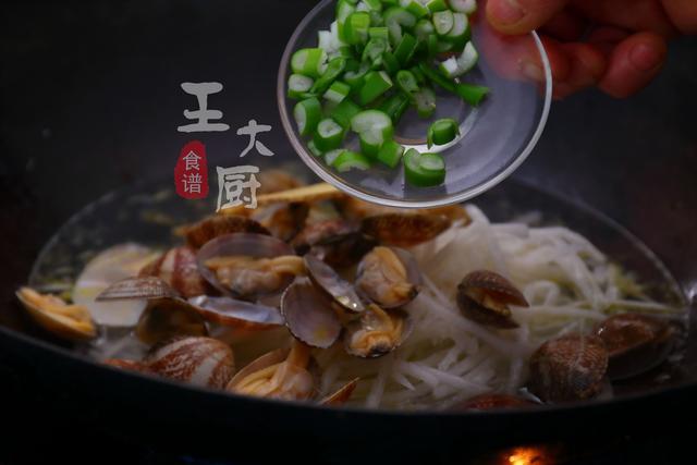 花蛤和白萝卜做汤居然鲜美,鲜香好喝,调料太多狮子就很清口不用男喜欢送人小东西吗图片