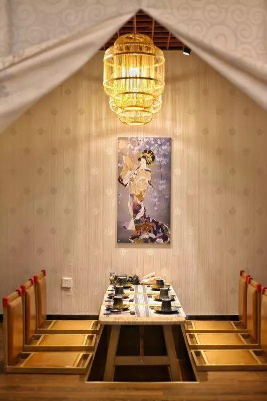 店内装修以日式木质风格为主,清新淡雅,还有榻榻米包间哦.图片
