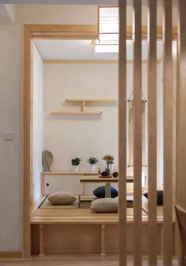 简约原木日式风三居室,家里有一个榻榻米茶室也挺不错图片