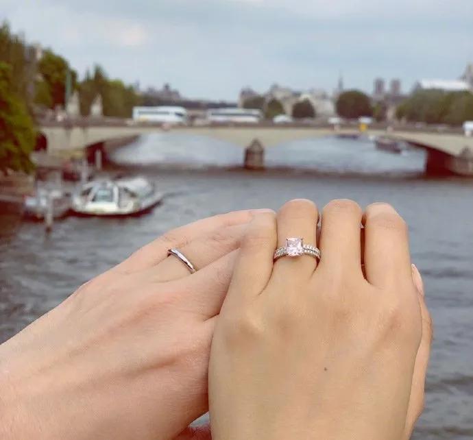 37岁陈法拉与相恋3年的法籍男友巴黎完婚,大晒粉色钻