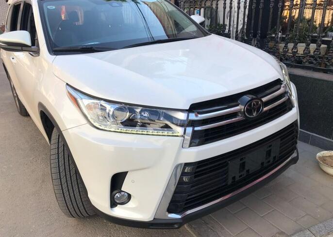 <b>全新丰田汉兰达提车,平价还有赠品,销售员:现在汉兰达也不好卖</b>