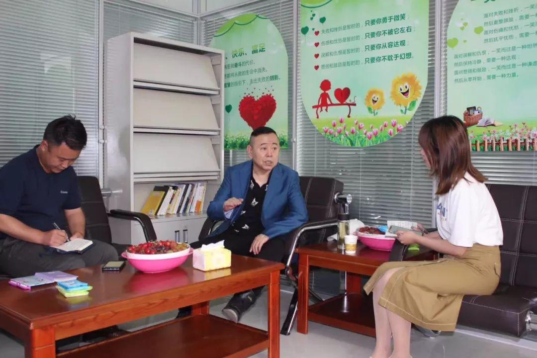 盛京棋牌从几点到几点强!潘长江到沂蒙老区玩起了5G电商直播!