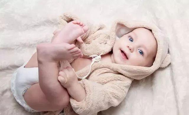9個月的寶寶可以喝水