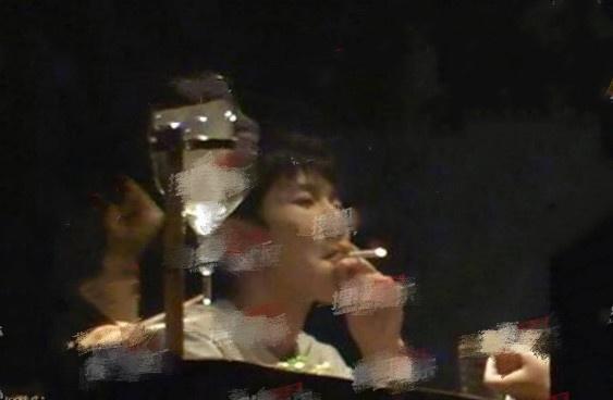 ...王自健陈砺志为王源抽烟发声,这是把他往火坑是推啊图片 38600 563x368