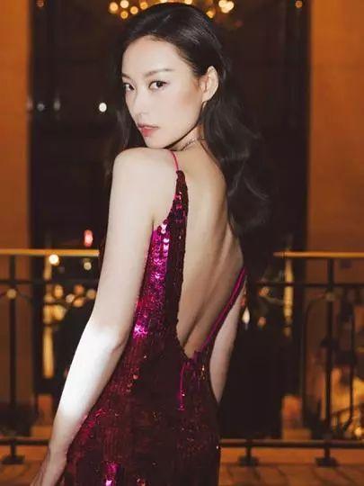 Vogue推中国脸模特引争议,眯眯眼塌鼻梁,网友:明显种族歧视吧!