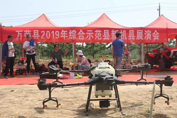 运城市万荣县农机发展中心举办综合示范县新机具展演会