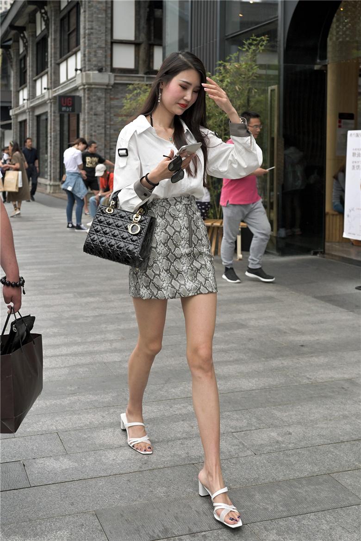 街拍联盟:包臀裙凉高长腿美女,就是这个feel倍爽