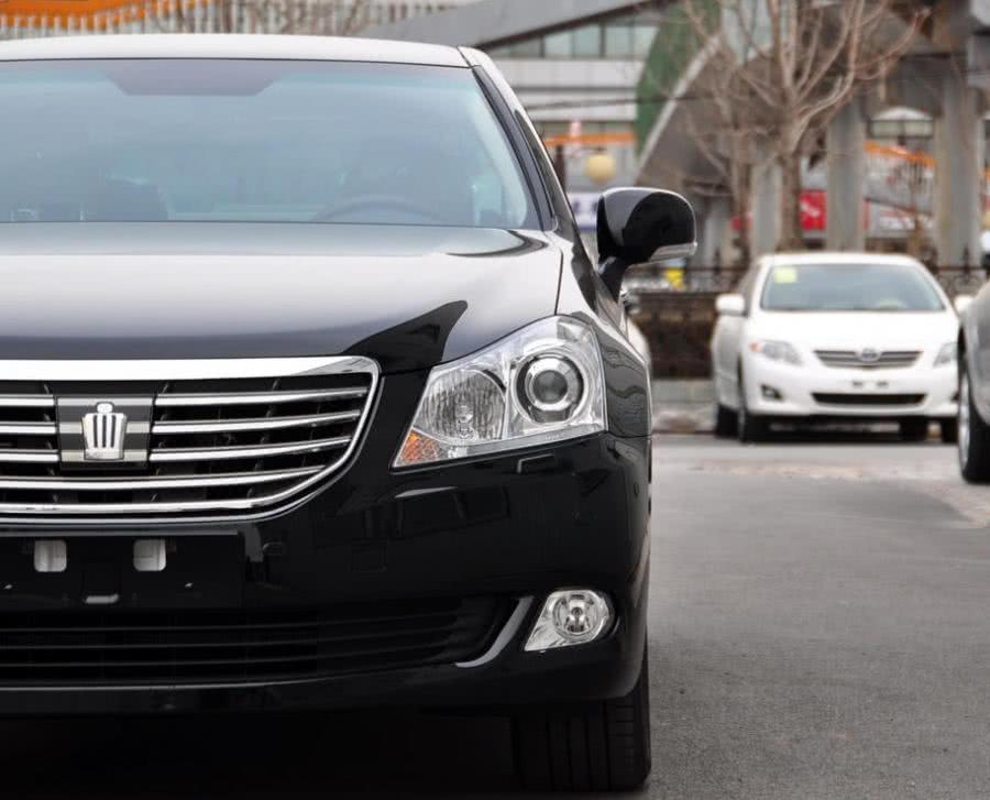 偶遇VIP皇冠王,落地价超100万,打开车门朋友们愣住了
