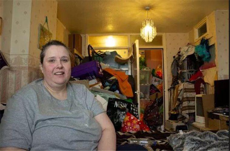 原创 英国47岁女士强迫症,17年垃圾囤积在家里,场面酸爽