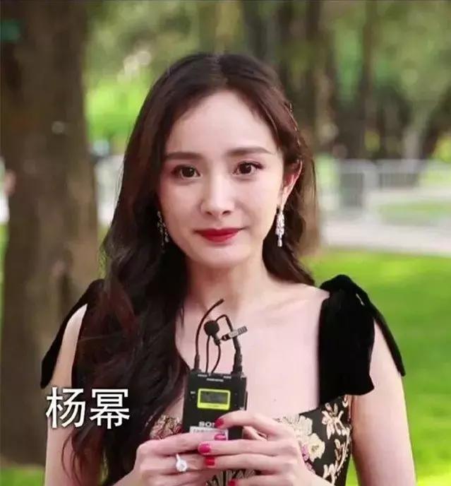 直拍镜头下的女星,吴谨言头小脸紧好上镜,金晨的嘴巴怎么回事?