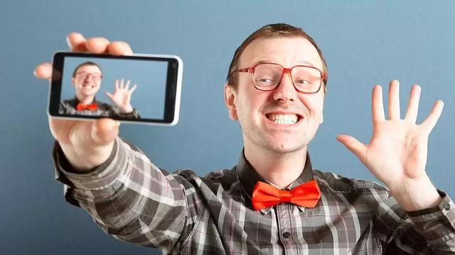 手机拍照的最大短板就是你本人