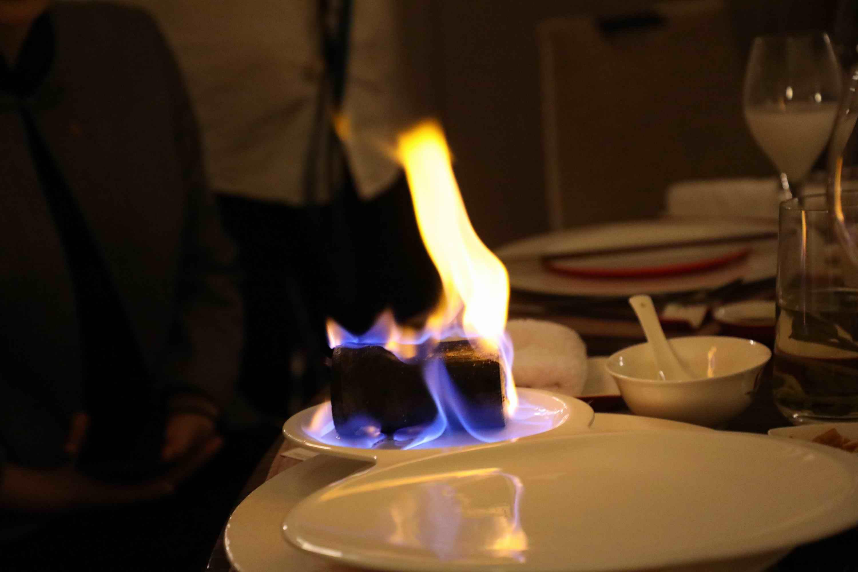 <b>原创上菜先点火让饭桌不再无聊,安徽大厨牛肉做一道菜发朋友圈必火!</b>