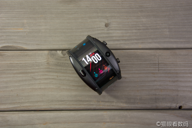努比亚阿尔法腕机全面评测 柔性屏与穿戴设备的首次结合
