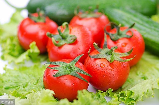 吃西红柿,不用纠结生吃还是熟吃更易吸收问题