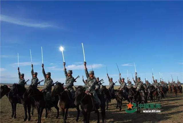 中国骑兵连端95步枪冲锋!怎么都2019年了解放军还有骑兵?
