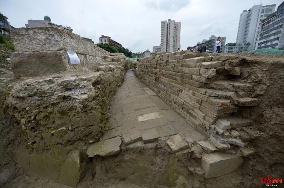 好惊|左手唐代右手清代,脚下跨越900年,成都新发现一段古城墙