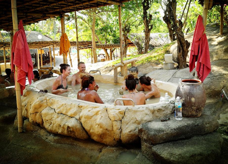 原创越南最独特的温泉,只会让客人越泡越脏,却备受当地美女喜爱!