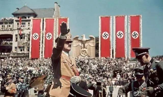 怎么努力都失败!二战时能力超强的希特勒到底输在了什么地方?