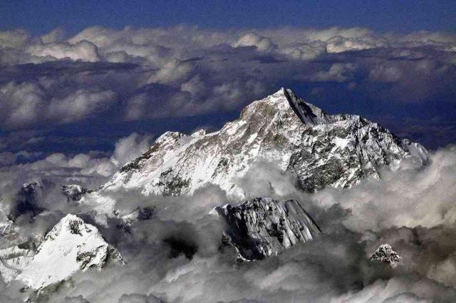 珠穆朗玛峰高度变化_珠穆朗玛峰高达8844米,但这并非它的巅峰,因为它曾超过12000米 ...
