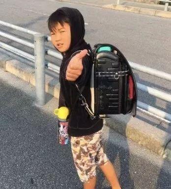 10岁男孩辍学当网红:孩子,读书才是人生最大的捷径