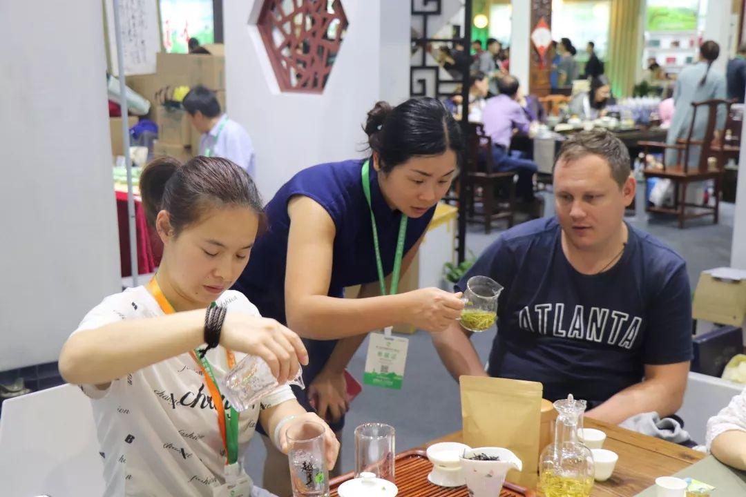越乡龙井茶博会喜迎八方客 市委书记来助阵