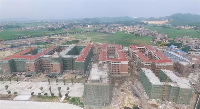 玉林这个教育城一期建设收尾,将建成全市最大初中校区,招生时间