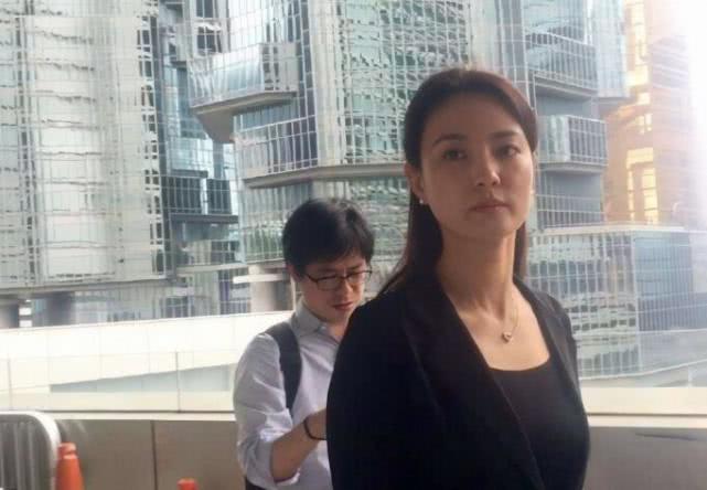 央视主持人刘芳菲公开最新近况:读书旅游看画展