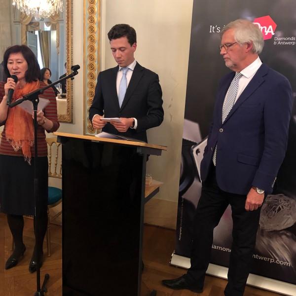 新一和小兰的囹�a_kcj生活珠宝获颁比利时安特卫普awdc钻石dna大使