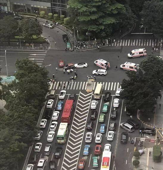 因为一双鞋子,广州女司机加速撞倒13名行人