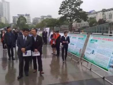 中国人寿信阳分公司参加中心城区防范非法集资广场宣传活动