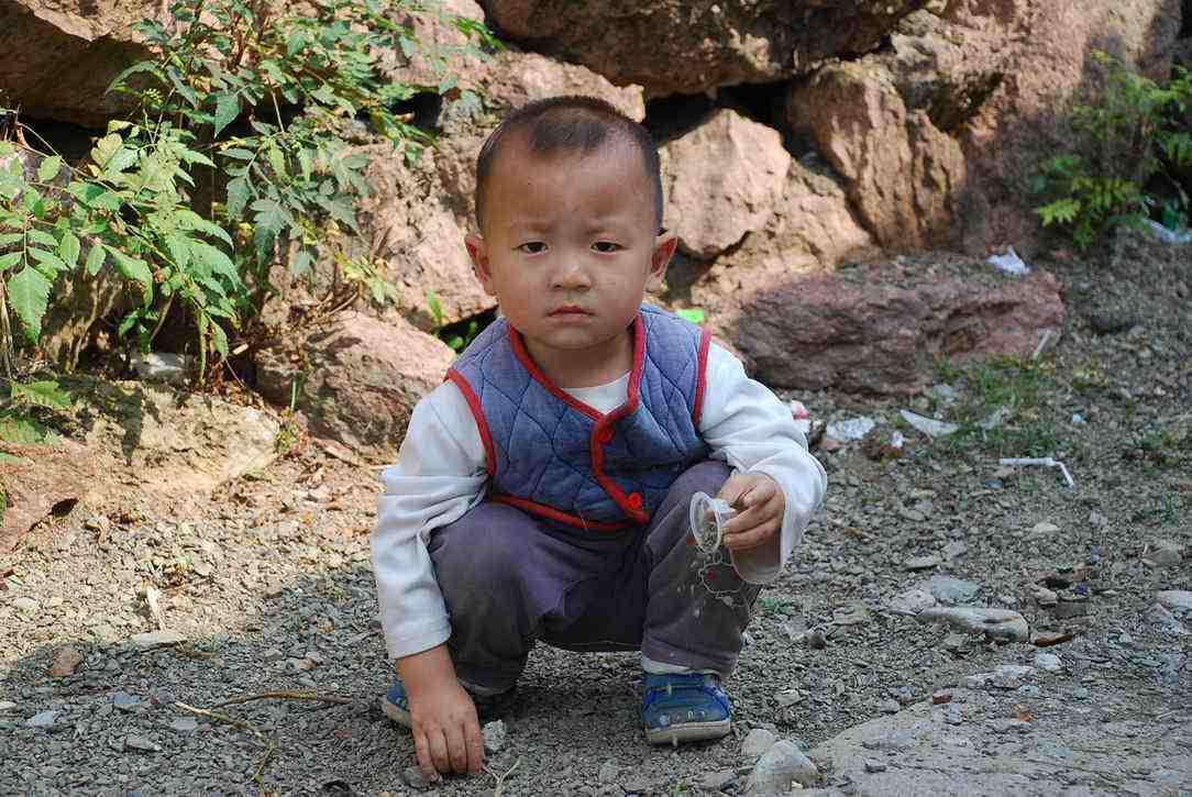 留守儿童存在的问题_农村留守儿童教育成问题,年轻父母束手无策,这3条忠告可以 ...