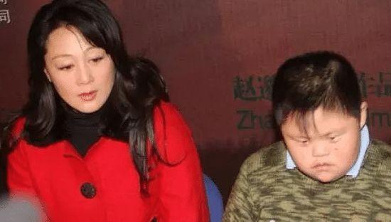 她是母親專業戶,懷孕的時候還堅持拍戲,25歲的兒子是永遠的痛