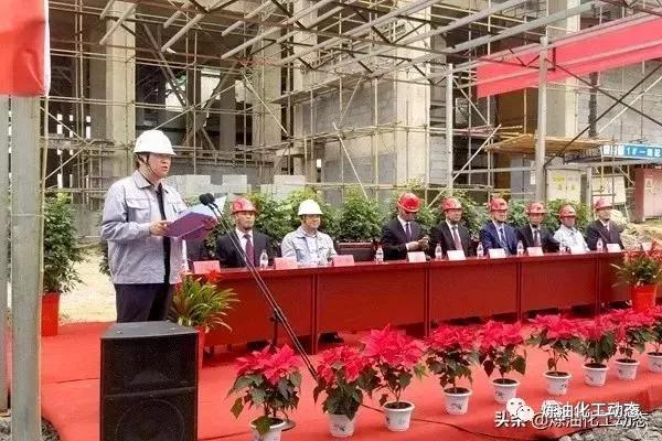 晋煤明水化工大伙明升达项目238吨气化炉吊装一概获胜