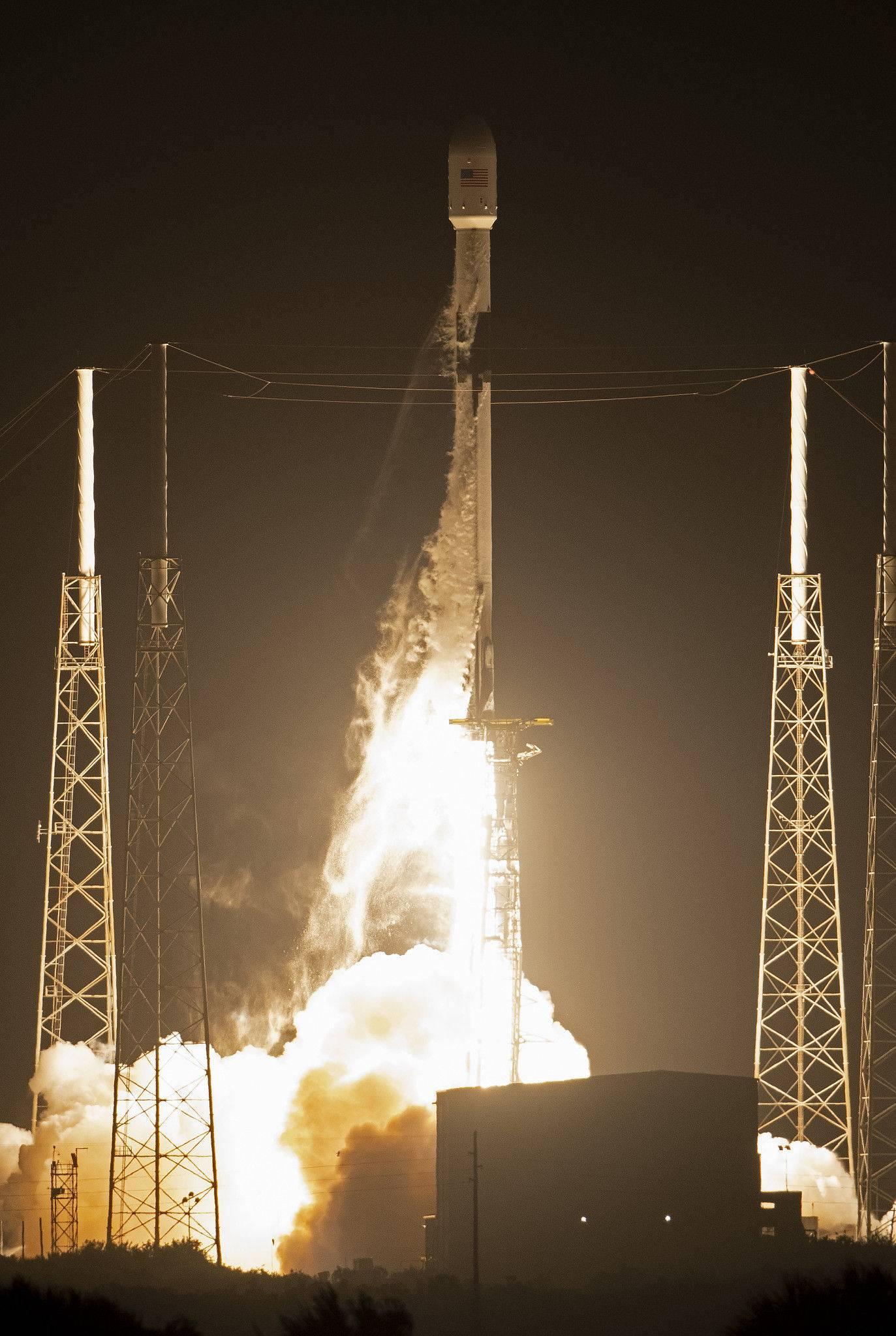 SpaceX 60 颗星链卫星部署成功:一个全球卫星群能给马斯克带来什么?