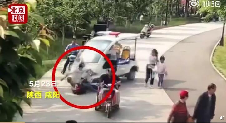 断了四根肋骨 公园巡逻车把游客撞重伤 园方:车是村民开的 我们没责任