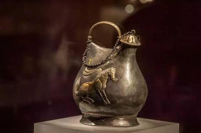 考古挖出12条金龙,被国家雪藏30年,终于面世